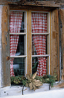 """Europe/Suisse/Saanenland/Gsteig: Détail fenêtre du vieil hôtel """"Barren"""""""