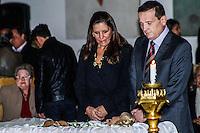 ATENCAO EDITOR IMAGENS EMBAGADAS PARA VEICULOS INTERNACIONAIS - <br /> O jornalista Roberto Cabrini comparece ao vel&oacute;rio do corpo da apresentadora Hebe Camargo, no Pal&aacute;cio dos Bandeirantes, sede do Governo do Estado de S&atilde;o Paulo, na capital paulista, neste s&aacute;bado. Hebe morreu hoje aos 83 anos, de parada card&iacute;aca, na sua casa no bairro do Morumbi, na capital paulista. Diagnosticada com c&acirc;ncer no perit&ocirc;nio em janeiro de 2010, ela lutava contra a doen&ccedil;a desde ent&atilde;o. (FOTO: LEVI BIANCO / BRAZIL PHOTO PRESS).