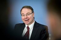 Dietmar Harhoff, Direktor am Max-Planck-Institut f&uuml;r Innovation und Wettbewerb  stellt am Mittwoch (26.02.14) in Berlin in der Bundespressekonferenz zusammen mit der Expertenkommission <br /> &bdquo;Forschung und Innovation&ldquo; (EFI) ein Gutachen vor, das vorschl&auml;gt das Erneuerbare-Energien-Gesetz (EEG)<br /> vollst&auml;ndig abzuschaffen.<br /> Foto: Axel Schmidt/CommonLens