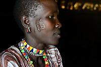 ETHIOPIA Province Benishangul-Gumuz, town Debate, Gumuz village Banush, Gumuz hut indoor , woman Mamit Yigzew with face scar / AETHIOPIEN, Provinz Benishangul-Gumuz, Stadt Debate, Gumuz Dorf Banush, Gumuz Huette innen, Frau Mamit Yigzew 25 Jahre mit Gesichtsnarbe