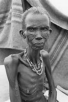 Sudan. Southern part. Bahr El Ghazal. Panthou. Dinka tribe area. An old skinny woman seats on the ground in a feeding center ran by the ngo (non governmental organisation) MSF Holland ( Médecins Sans Frontières. Doctors without Borders). © 1998 Didier Ruef