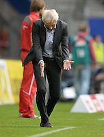 FUSSBALL   1. BUNDESLIGA   SAISON 2013/2014   9. SPIELTAG Hamburger SV - VfB Stuttgart                               20.10.2013 Trainer Bert van Marwijk (Hamburger SV) hadert an der Seitenlinie