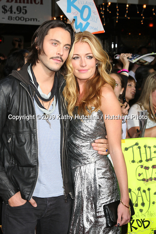 Cat Deeley & Guest.arriving at the New Moon Premiere.Mann's Westwood Village Theater.Westwood,  CA.November 16, 2009.©2009 Kathy Hutchins / Hutchins Photo.