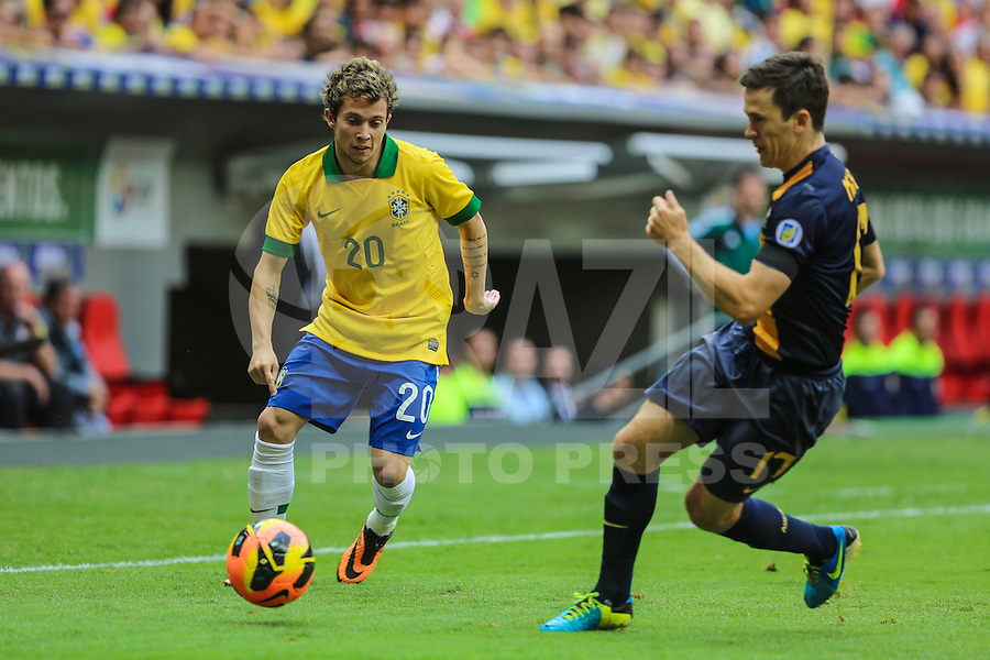 BRASILIA, BRAZIL - SEPTEMBER 07: Bernard during a FIFA Friendly match between Brazil and Australia at Mane Garrincha Stadium on September 07, 2013 in Brasilia, Brazil. (Photo by William Volcov/LatinContent/Getty Images)