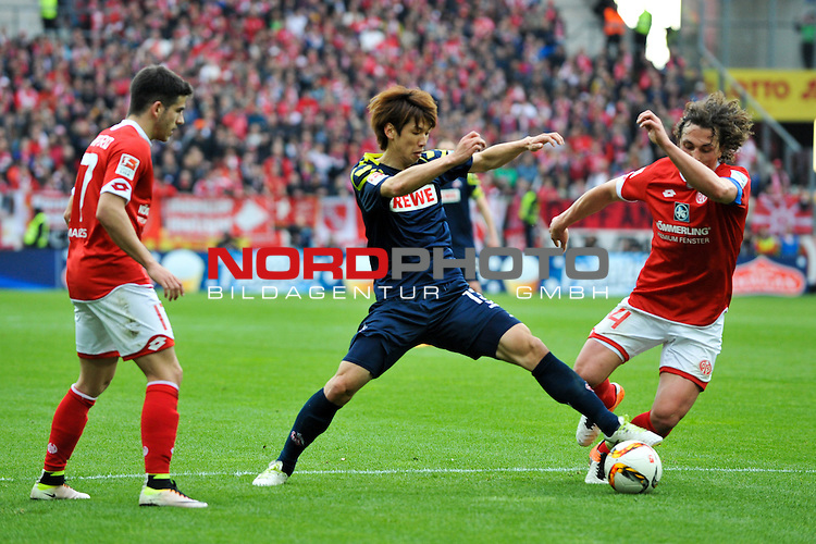 17.04.2016, Coface-Arena, Mainz, GER, 1. FBL, 1. FSV Mainz 05 vs. 1. FC Koeln, im Bild: Jairo Samperio (#17, FSV Mainz) und Julian Baumgartlinger (#14, FSV Mainz) gegen Yuya Osako (#13, 1. FC Koeln)<br /> <br /> Foto &copy; nordphoto / Fabisch