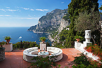 Italy, Campania, Capri: View to Monte Solaro from secluded terrace   Italien, Kampanien, Provinz Neapel, Capri: Blick von menschenleerer Terrasse zum Monte Solaro