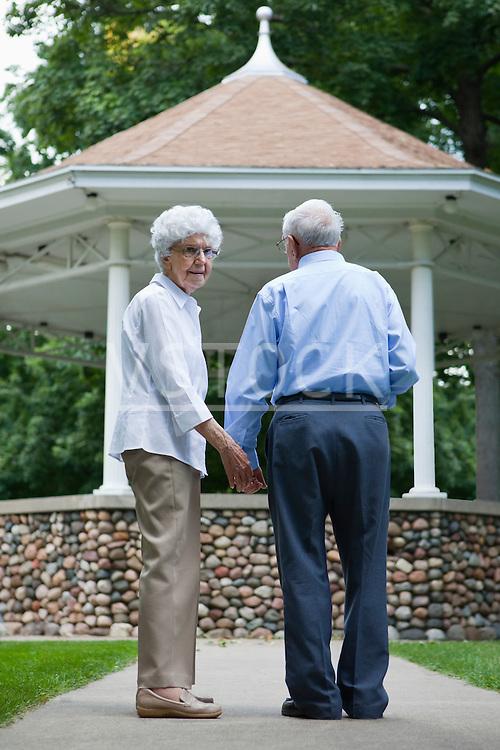 USA, Illinois, Metamora, Senior couple in park