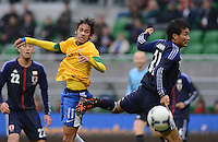 FUSSBALL   INTERNATIONAL   Testspiel    Japan - Brasilien          16.10.2012 NEYMAR (li, Brasilien) gegen Yasuyuki KONNO (Japan)