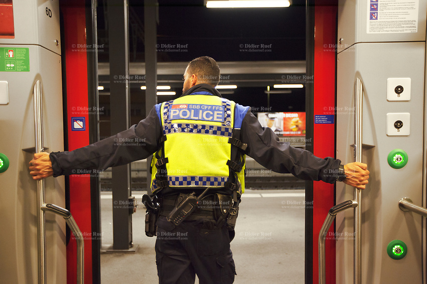 Switzerland. Canton Ticino. Mendrisio. A police officers from TPO (Transport Police) is checking late at night passengers coming in and going out of a TILO train. TPO (Transport Police) is the Swiss Federal Railways Police. Swiss Federal Railways (German: Schweizerische Bundesbahnen (SBB), French: Chemins de fer fédéraux suisses (CFF), Italian: Ferrovie federali svizzere (FFS)) is the national railway company of Switzerland. It is usually referred to by the initials of its German, French and Italian names, as SBB CFF FFS. TILO (Treni Regionali Ticino Lombardia) creates efficient train connections between the towns in the canton Ticino.10.06.2017 © 2017 Didier Ruef