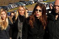 Amanda Bonini e Fabiola Sciabbarassi <br /> i funerali    Pino Daniele al santuario del divino amore di Roma