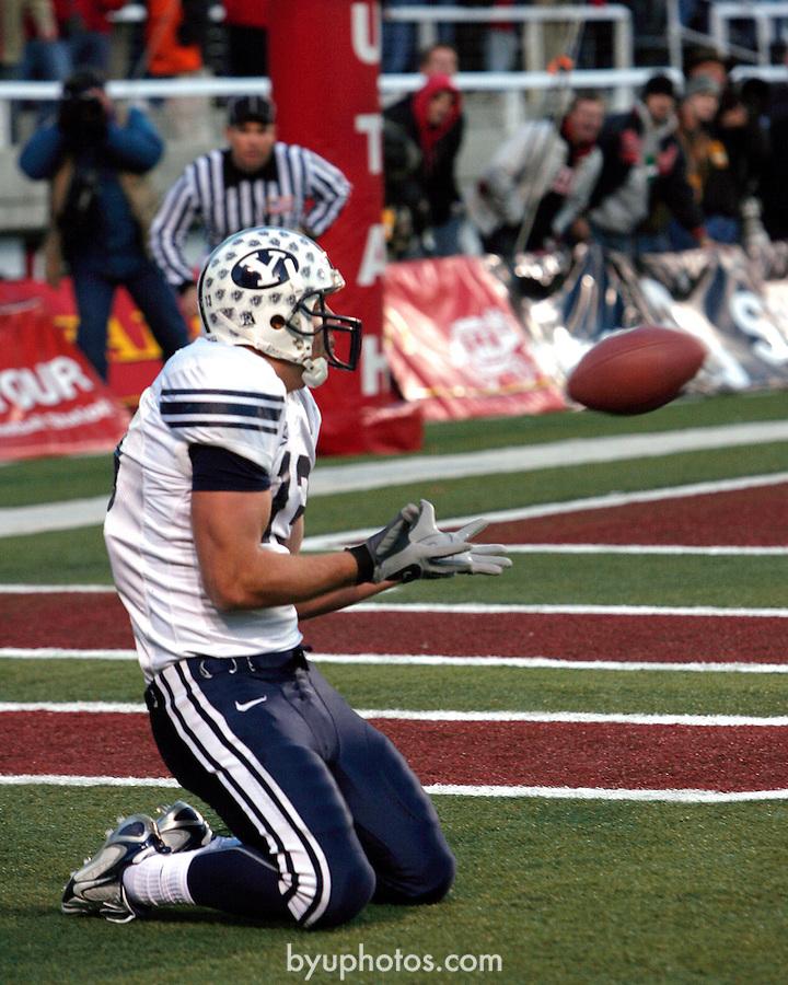 06FTB at Utah.BYU at University of Utah.November 25, 2006..BYU-33  Utah-31..13 Jonny Harline the catch..Photography by Mark A. Philbrick..Copyright BYU Photo 2006 .All Rights Reserved .photo@byu.edu  (801)422-7322.