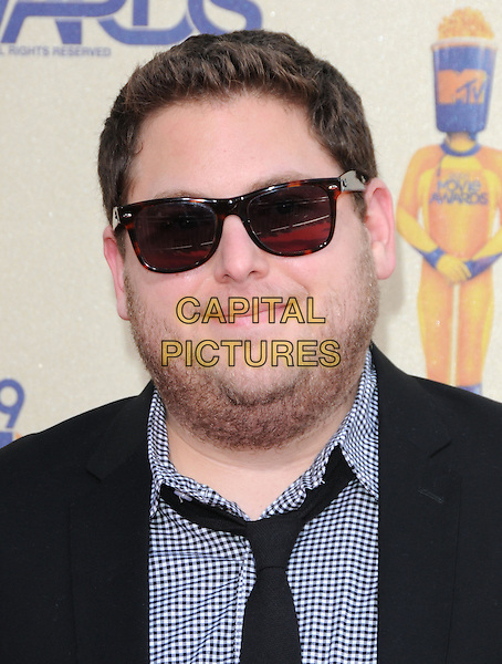 JONAH HILL.The 2009 MTV Movie Awards held at Universal Ampitheatre  in Universal City, California, USA..May 31st, 2009  .headshot portrait gingham tie grey gray black stubble facial hair sunglasses shades .CAP/DVS.©Debbie VanStory/Capital Pictures.