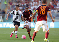 Calcio, Serie A: Roma vs Juventus. Roma, stadio Olimpico, 30 agosto 2015.<br /> Juventus&rsquo; Paulo Dybala, left, is challenged by Roma&rsquo;s Seydou Keita during the Italian Serie A football match between Roma and Juventus at Rome's Olympic stadium, 30 August 2015.<br /> UPDATE IMAGES PRESS/Riccardo De Luca
