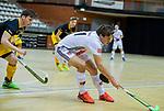 Almere - Zaalhockey  Amsterdam-Den Bosch (m)  Boris Burkhardt (Adam) met Bram van Groesen (Den Bosch)  . TopsportCentrum Almere.    COPYRIGHT KOEN SUYK
