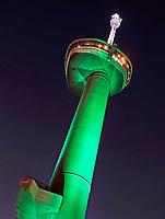 Nederland - Rotterdam -  2019. Rotterdam bij avond. De Euromast.   Foto Berlinda van Dam / Hollandse Hoogte