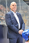 Mannheims Trainer Bill Stewart  in dem Spiel in der DEL, EHC Red Bull Muenchen (blau) - Adler Mannheim (weiss).<br /> <br /> Foto &copy; PIX-Sportfotos *** Foto ist honorarpflichtig! *** Auf Anfrage in hoeherer Qualitaet/Aufloesung. Belegexemplar erbeten. Veroeffentlichung ausschliesslich fuer journalistisch-publizistische Zwecke. For editorial use only.