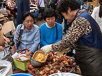 Seeanemone-Meeresfr&uuml;chte auf dem Namdaemun Markt, Seoul, S&uuml;dkorea, Asien<br /> sea anemone seafood  at Namdaemun market, Seoul, South Korea, Asia