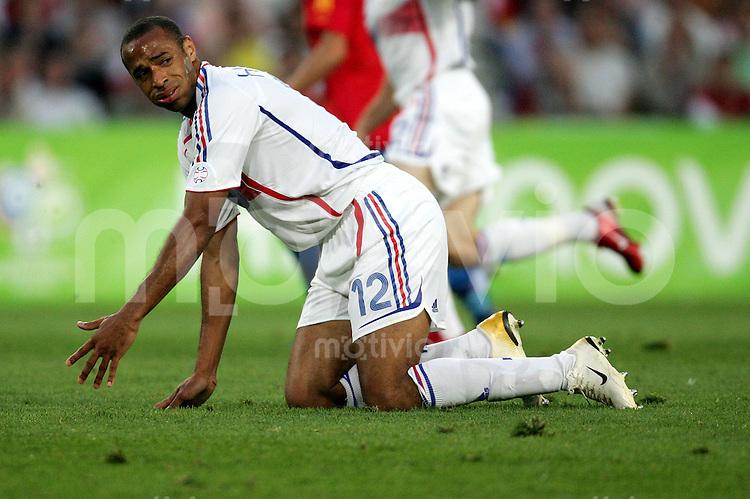Fussball WM 2006  Achtefinale  Spiel 56 Spanien - Frankreich Spain - France  Thierry HENRY (FRA) enttaeuscht.