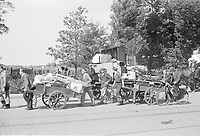 Photo from the NIOD's Huizinga collection. In the absence of horses, residents themselves pull their moving van during evacuation from the Marlot district in The Hague and from Wassenaar due to launches of V2 rockets