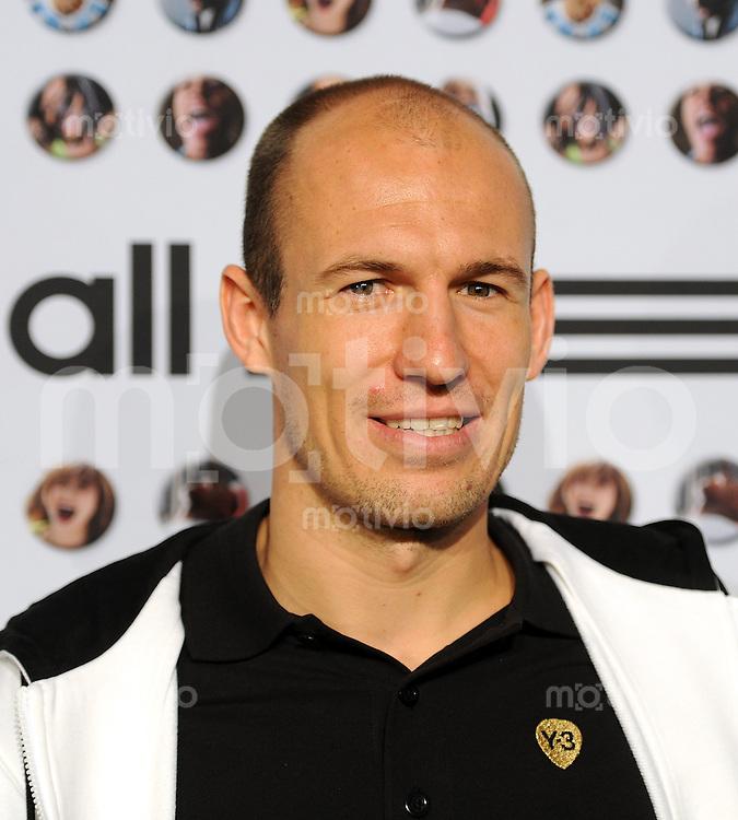 FUSSBALL Bundesliga SAISON 2010/2011   adidas rolls out the red carpet, ROTER TEPPICH  16.03.2011 Arjen Robben (FC Bayern Muenchen)