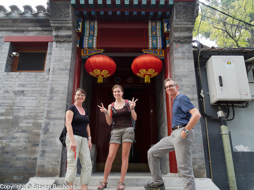 Isabelle, Amelie and Steve in front of a 4 Beam Houton hotel.  Beams were the measure of luxury of a lodging.  0, 2, 4 and ... 12 (only in the forbidden city for the emperor)