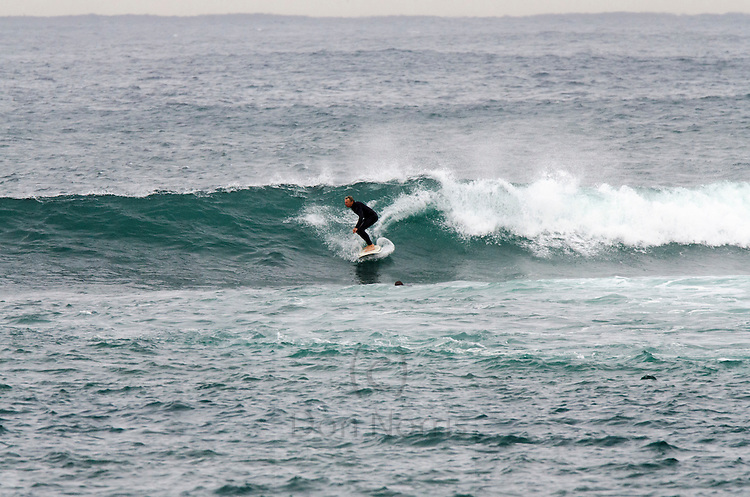 Pictures taken at Fairy Bower, Manly with 2.7 metre 10.3 sec swell from 135 degrees. Water 17C
