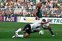 ATENÇÃO EDITOR: FOTO EMBARGADA PARA VEÍCULOS INTERNACIONAIS SÃO PAULO,SP,16 SETEMBRO 2012 - CAMPEONATO BRASILEIRO - PALMEIRAS x CORINTHIANS -Guilherme  jogador do Corinthians durante partida Palmeiras x Corinthians válido pela 25º rodada do Campeonato Brasileiro no Estádio Paulo Machado de Carvalho (Pacaembu), na região oeste da capital paulista na tarde deste domingo (16).(FOTO: ALE VIANNA -BRAZIL PHOTO PRESS)