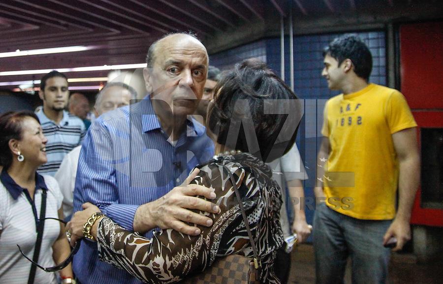 SAO PAULO, SP, 22 SETEMBRO 2012 - ELEICOES SP - JOSE SERRA - O candidato do PSDB a prefeitura de Sao Paulo Jose Serra durante caminhada na Avenida Paulista, na tarde deste sabado 22. (FOTO: VANESSA CARVALHO / BRAZIL PHOTO PRESS)