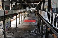 Eine Pressekonferenz der besonderen Art boten die Judokas vom Judoclub Leipzig JCL - in einer alten Fabrikhalle an der Zschocherschen / Markranstädter Straße trainierten sie sehr spartanisch mit Gewichten im Zirkeltraining und kämpften auf der Tatami im morbiden Ambiente - im Bild: Christian Nitsche. Foto: aif / Norman Rembarz<br /> <br /> Jegliche kommerzielle wie redaktionelle Nutzung ist honorar- und mehrwertsteuerpflichtig! Persönlichkeitsrechte sind zu wahren. Es wird keine Haftung übernommen bei Verletzung von Rechten Dritter. Autoren-Nennung gem. §13 UrhGes. wird verlangt. Weitergabe an Dritte nur nach  vorheriger Absprache. Online-Nutzung ist separat kostenpflichtig.