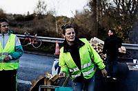 Colombelles, Frankrike, 01.12.2018. Gilets jaunes, de gule vestene mobiliserer i Frankrike mot Emanuel Macrons usosiale politikk. Foto: Christopher Olssøn.