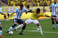 BARRANQUILLA  -COLOMBIA , 17 ,NOVIEMBRE-2015. Carlos Bacca jugador de Colombia   disputa el balon con Ramiro Funes  de Argentina    por la fecha 4 de las eliminatorias para el mundial de Rusia 2018 jugado en el estadio Metropolita Roberto Meléndez./Carlos Bacca of Colombia fights for the ball with Ramiro Funes of Argentina  during   a match between Colombia and Argentina as part of FIFA 2018 World Cup Qualifier fourt date at Metropolitano Roberto Melendez Stadium on November 17, 2015 in Barranquilla, Colombia. Photo: VizzorImage / Felipe Caicedo / Staff