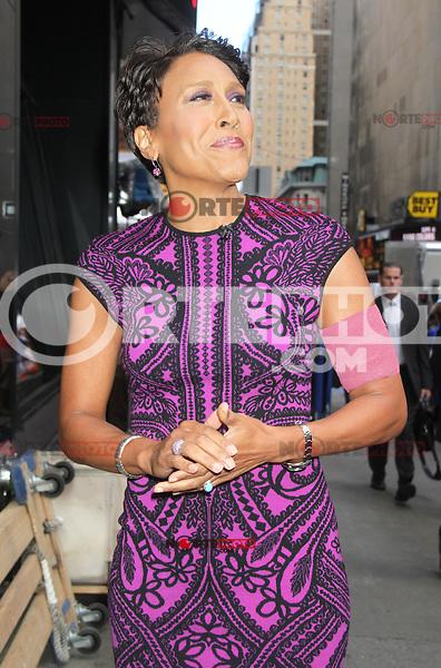 New York City, NY - June 26, 2012: Robin Roberts arrives at Good Morning America studios. © RW/MediaPunch Inc. *NORTEPHOTO*<br /> **SOLO*VENTA*EN*MEXICO** **CREDITO*OBLIGATORIO** *No*Venta*A*Terceros* *No*Sale*So*third* *** No Se Permite Hacer Archivo** *No*Sale*So*third*©Imagenes con derechos de autor,©todos reservados. El uso de las imagenes está sujeta de pago a nortephoto.com El uso no autorizado de esta imagen en cualquier materia está sujeta a una pena de tasa de 2 veces a la normal. Para más información: nortephoto@gmail.com* nortephoto.com.