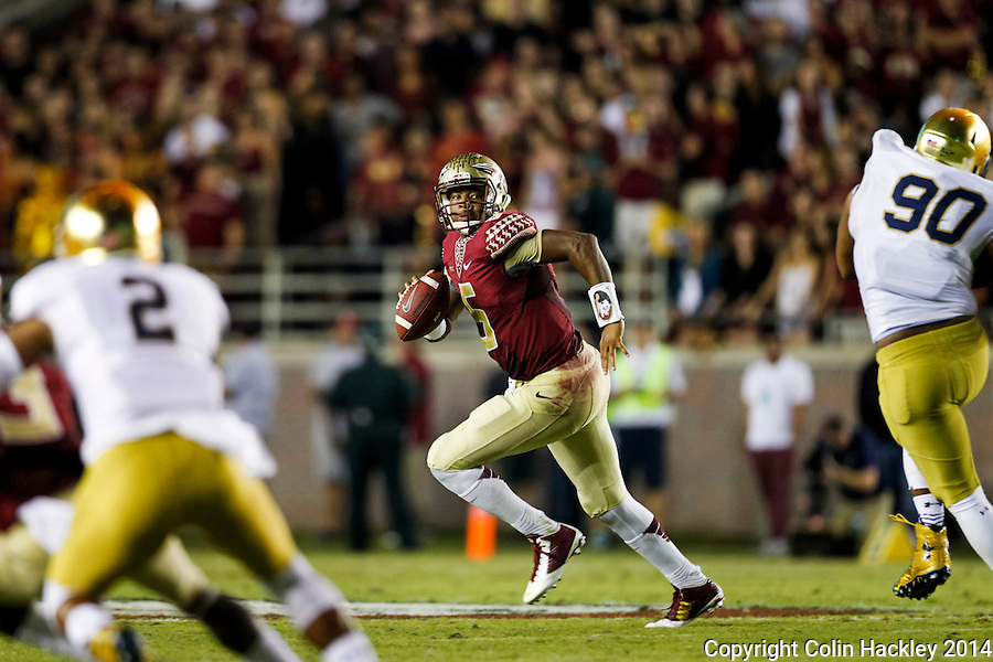 TALLAHASSEE, FLA. 10/18/14-FSU-ND101814CH-Florida State quarterback Jameis Winston looks for a receiver during during first half action against Notre Dame Saturday at Doak Campbell Stadium in Tallahassee. <br /> COLIN HACKLEY PHOTO