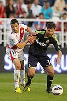 MADRI, ESPANHA, 24 SETEMBRO 2012 - CAMP. ESPANHOL - RVL X MAD - Xabi Alonso (D) jogador do Real Madrid durante lance de partida contra o Rayo Valecano, no estadio Teresa Rivero em Madri capital da Espanha, nesta segunda-feira, 24. (FOTO: CESAR CEBOLLA / ALFAQUI / BRAZIL PHOTO PRESS).