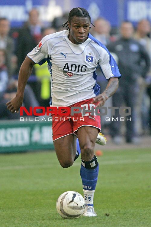 BL 05 / 06- 09. Spieltag - Hinrunde<br /> <br /> Hamburger SV - VfL Wolfsburg 0:1<br /> <br /> Einzelaktion Emile Mpenza<br /> <br /> Foto &copy; nordphoto <br /> <br /> <br /> <br />  *** Local Caption *** Foto ist honorarpflichtig! zzgl. gesetzl. MwSt.<br /> <br />  Belegexemplar erforderlich