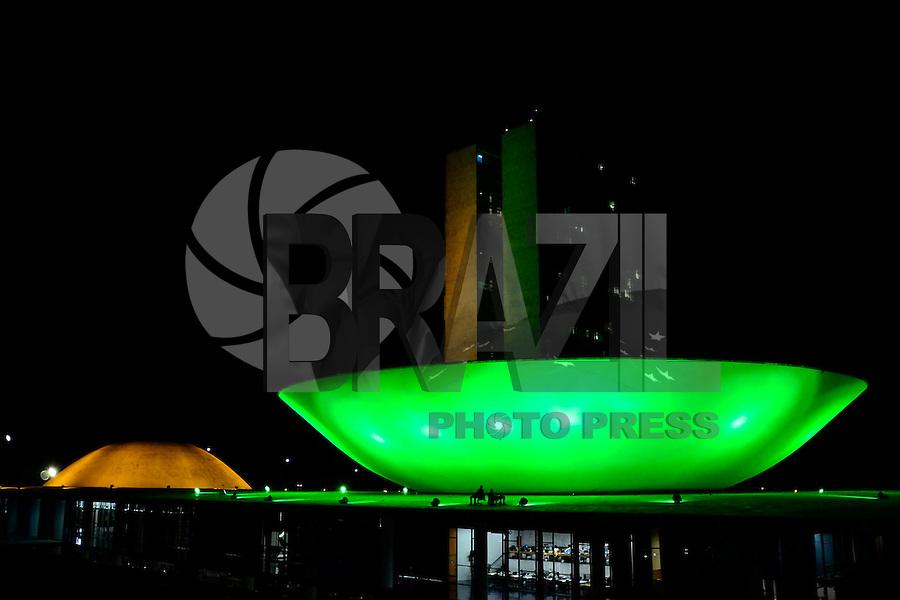 BRASÍLIA, DF, 06.06.2014 – COPA DO MUNDO FIFA – Congresso Nacional iluminado com as cores verde e amarelo em homenagem a nossa Seleção que disputará a Copa do Mundo 2014. Brasília será sede de sete jogos na Copa do Mundo. (Foto: Ricardo Botelho / Brazil Photo Press)