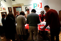 Operazioni di scrutinio alla chiusura dei seggi, in un circolo del Partito Democratico, in occasione delle elezioni primarie per la scelta del nuovo segretario, a Roma, 8 dicembre 2013.<br /> Polling clerks count ballots at a Democratic Party's circle on the occasion of the primary elections to choose the new leader, in Rome, 8 December 2013.<br /> UPDATE IMAGES PRESS/Riccardo De Luca
