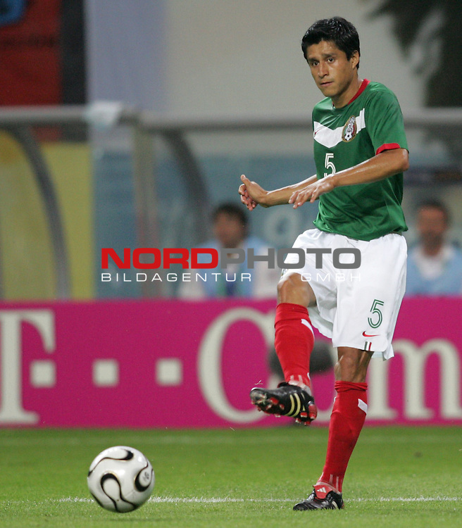 FIFA WM 2006 - Round Of Sixteen / Achtelfinale<br /> Play #50 (24-Jun) - Argentina vs Mexico.<br /> Ricardo Osorio from Mexico with ball during the match of the World Cup in Leipzig.<br /> Foto &copy; nordphoto