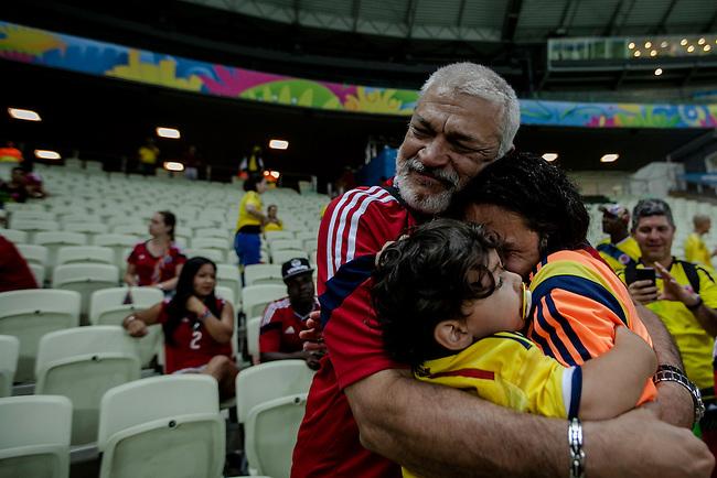Mario Alberto Yepes,  capit&aacute;n de la Selecci&oacute;n Colombia, es consolodao por su padre Mario, despu&eacute;s del partido de cuartos de final que Colombia perdi&oacute; contra Brasil 2 a 1 en el estadio Castelao  en Fortaleza, el 4  de julio de 2014. en Fortaleza el 4  de julio de 2014.<br /> <br /> Foto: Joaquin Sarmiento/Archivolatino<br /> <br /> COPYRIGHT: Archivolatino<br /> Solo para uso editorial. No esta permitida su venta o uso comercial.