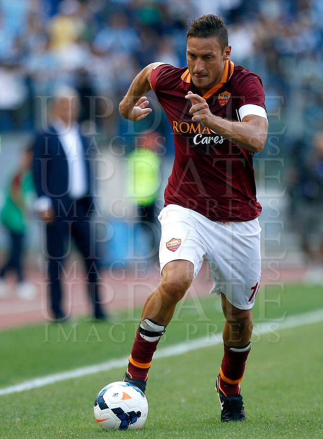 Calcio, Serie A: Roma vs Lazio. Roma, stadio Olimpico, 22 settembre 2013.<br /> AS Roma forward Francesco Totti in action during the Italian Serie A football match between AS Roma and Lazio, at Rome's Olympic stadium, 22 September 2013.<br /> UPDATE IMAGES PRESS/Isabella Bonotto