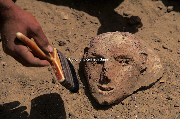 Archaeologist excavate a face for site of Amarna, Egypt, Archaeology; artifact; 18th dynasty; Akhenaten; Amenhotep IV; New Kingdom