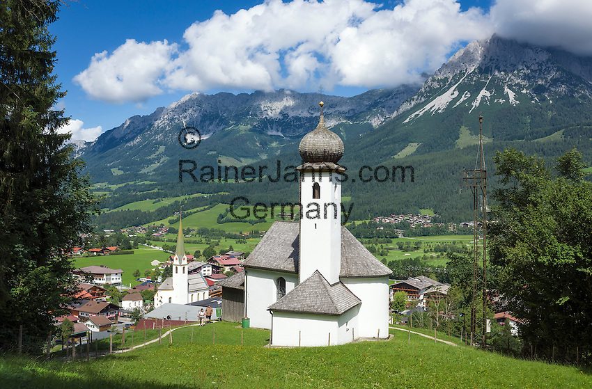 Austria, Tyrol, Ellmau: Mary's Chapel, village church and Wilder Kaiser mountains | Oesterreich, Tirol, Ellmau: Marienkapelle und Dorfkirche vor Wildem Kaiser