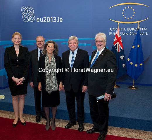 Bruessel - Belgien, 05. Juni 2013 -- Ministerpraesident Volker BOUFFIER (2.re), Staatsminister Joerg-Uwe HAHN (re) und Staatssekretaerin Dr. Zsuzsa BREIER (3.li) zu politischen Gespraechen in Bruessel; hier, Ankunft im 'Justus Lipsius' EU-Ratsgebaeude, mit Friedrich von HEUSINGER (2.li), Leiter der LV Hessen bei der EU, und Nicole Spoerhase-Eisel (li) -- Photo: © HorstWagner.eu / LV Hessen