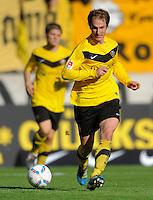Fussball, 2. Bundesliga, Saison 2011/12, SG Dynamo Dresden - Alemannia Aachen, Sonntag (16.10.11), gluecksgas Stadion, Dresden. Dresdens David Solga am Ball.