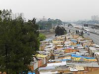 SAO PAULO - SP - 29.09.2013 -  DESAPROPRIAÇÃO POSSE - Terreno ocupado na Marginal Tiete, foi prorrogado judicialmente por mais 90 dias. a desapropriação estava prevista para hoje (29) as 7hs.(Foto: Mauricio Camargo/Brazil Photo Press)