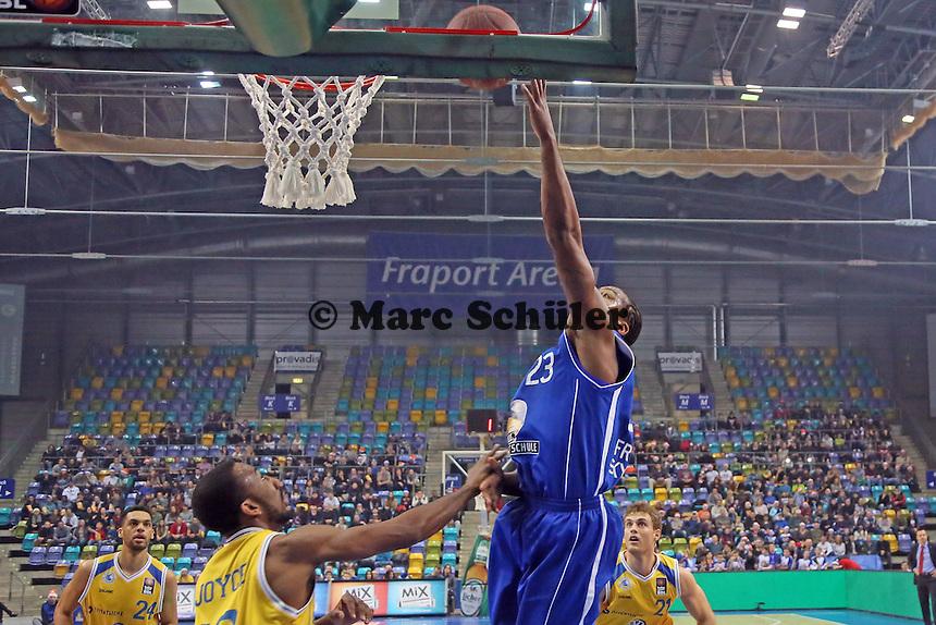 Quantez Robertson (Skyliners) gegen Dru Joyce (Braunschweig) - Fraport Skyliners vs. Loewen Braunschweig, Fraport Arena Frankfurt