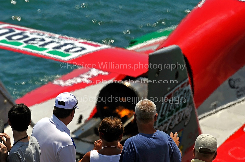 "Fans look on from the seawall as the U-1 ""Oh Boy! Oberto"" and driver Steve David pulls away from the dock."
