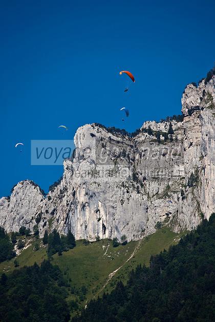 Europe/France/Rhône-Alpes/74/Haute-Savoie/Talloires: Parapentes