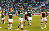 CALI - COLOMBIA -22-10-2016: Los jugadores de Deportivo Cali, se retiran del campo al termino del primer tiempo durante partido entre Deportivo Cali y Atletico Junior por la fecha 17 de la Liga Aguila II-2016, jugado en el estadio Deportivo Cali (Palmaseca) de la ciudad de Cali. / The players of Deportivo Cali, leave out the field at the end of the first time during a match between Deportivo Cali and Atletico Junior, for the date 17 for the Liga Aguila II-2016 at the Deportivo Cali (Palmaseca) stadium in Cali city. Photo: VizzorImage  / Nelson Rios / Cont.