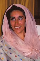 Karachi, Pakistan  1986.Benazir Bhutto (1953-2007) nella sua casa di Karaci dopo che è uscita di prigione..Benazir Bhutto (1953-2007) at his house in Karachi after it is released from jail.